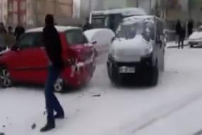Karda-buzda-kayan-araba-kazaları