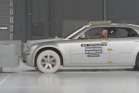 2005-Chrysler-300-IIHS-test