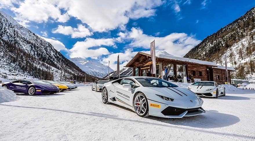 Lamborghini buzda sürüş sürücü eğitim programı