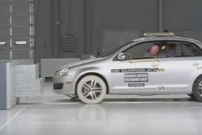 2005 Volkswagen Jetta IIHS test