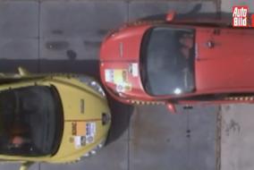 Peugeot 308 ile Ford Fiesta çarpıştırılmış