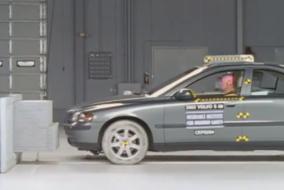 2002 Volvo S60 IIHS test
