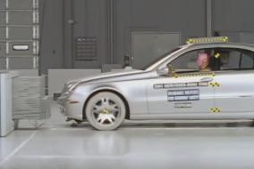 2003 Mercedes-Benz E-Class IIHS test