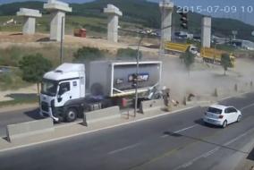 Bursa'daki TIR kazası kamerada