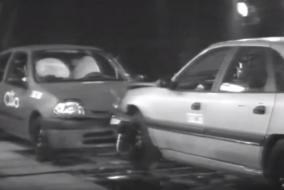 Renault Clio ile Renault Safrane çarpıştırılmış