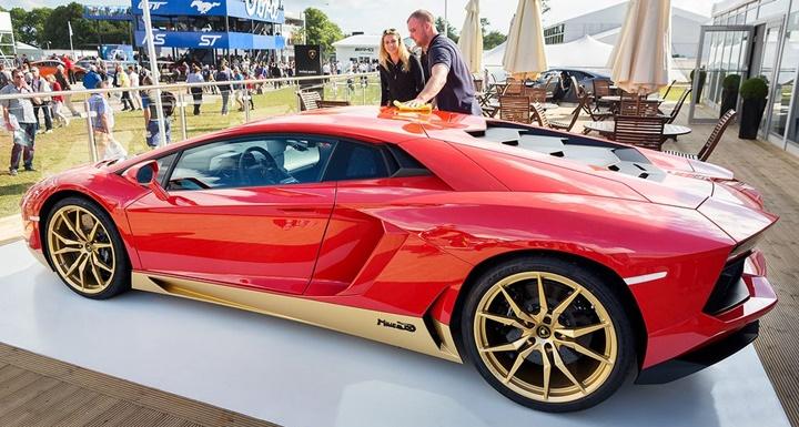 Lamborghini 50. yıl için özel sürüm hazırladı
