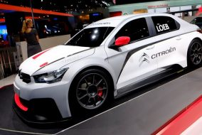 Citroen C-Elysee WTCC / Sebastian Loeb, Yvan Muller
