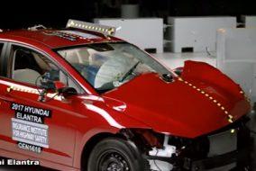 ArabaTeknikBilgi-2017-Hyundai-Elantra-2017-Toyota-Corolla-IIHS-test